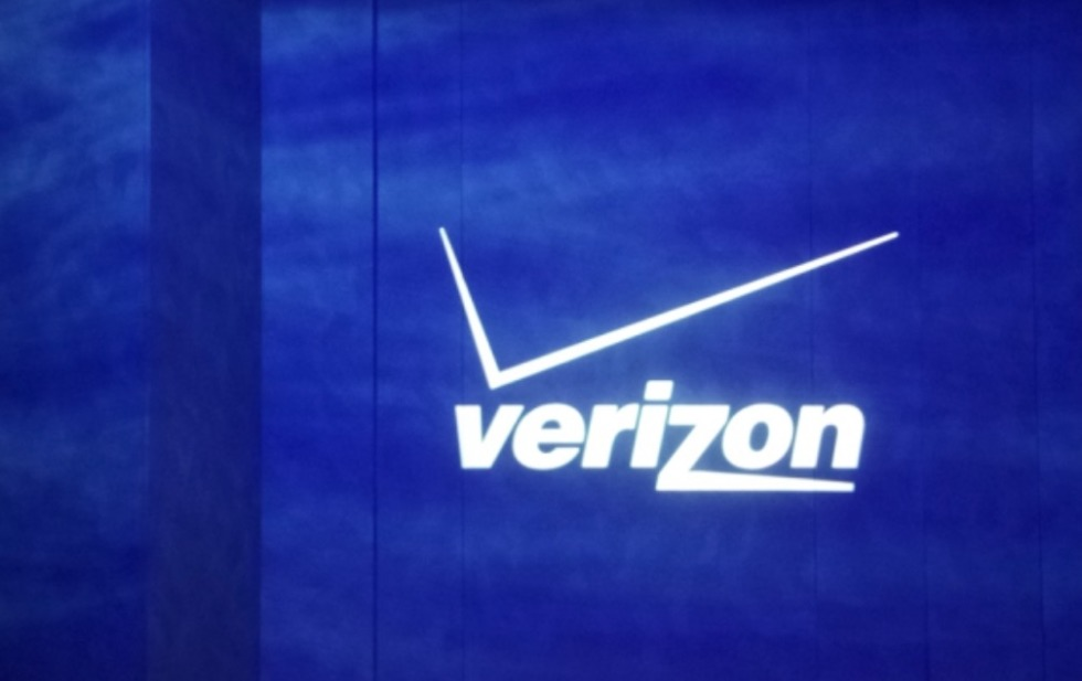 Verizon to begin locking phones to combat device theft