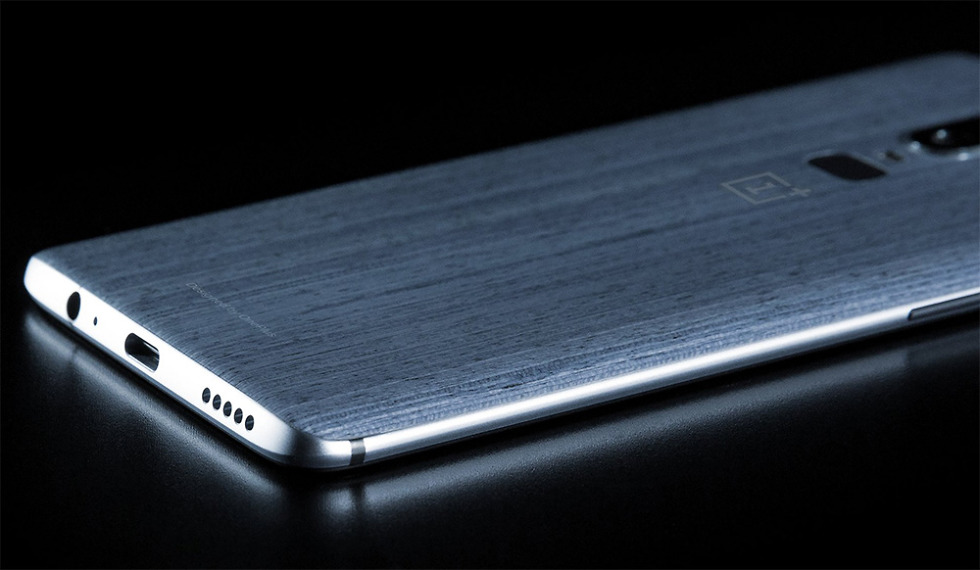 OnePlus 6 leak shows phone's textured (maybe wooden) back